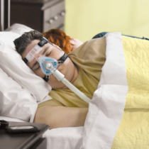 Philips Respironics ComfortGel Blue CPAP Nasenmaske getragen