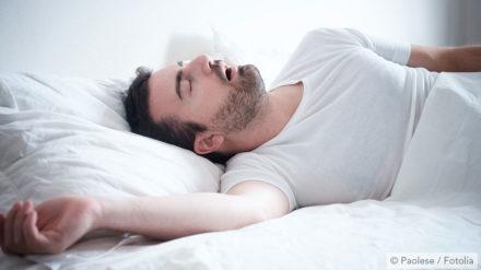Folgen von Schnarchen – vom schlaflosen Bettpartner bis zu Mundgeruch