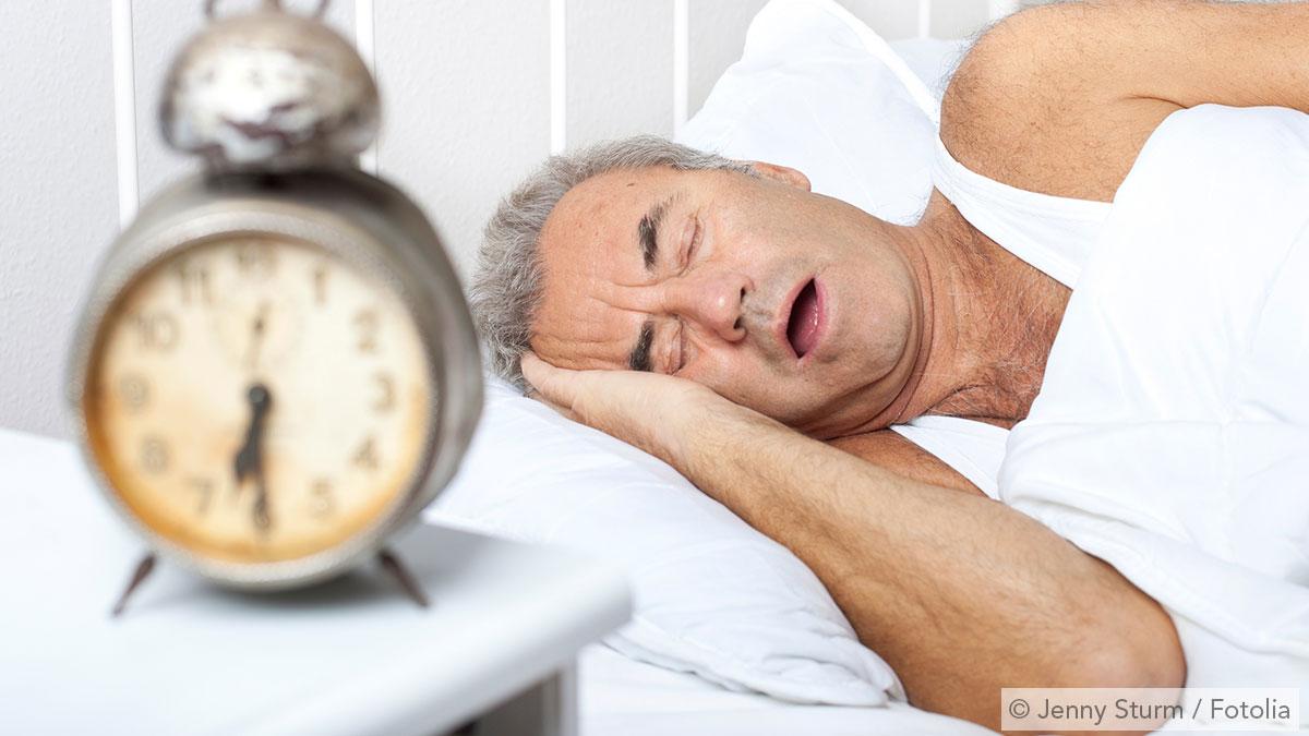 Mann mit krankhaftem Schnarchen